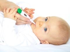 ฉันควรทำอย่างไรถ้าอุณหภูมิของลูกเพิ่มขึ้นหลังจากการฉีดวัคซีน
