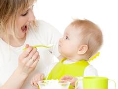 Bilakah untuk memperkenalkan keju kotej dalam kanak-kanak prikorm?