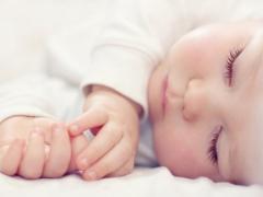 Hoe vaak per dag moet een baby slapen?
