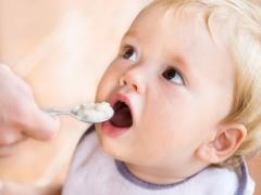 Kashi voor de eerste voeding: vanaf welke leeftijd en hoe geef je ze aan het kind?