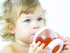 คุณสามารถให้ผลไม้แช่อิ่มกับเด็กได้กี่เดือนและวิธีการที่ถูกต้อง?