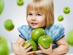 Menu ng isang bata sa 3 taon: mga prinsipyo ng nutrisyon