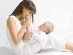 Développement de l'enfant en mois à un an