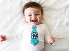 نمو الطفل في 10 أشهر