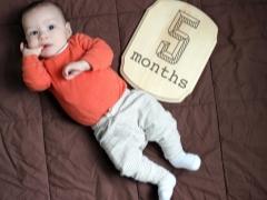 Dezvoltarea copilului la 5 luni