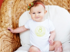 Развитие на детето на 8 месеца