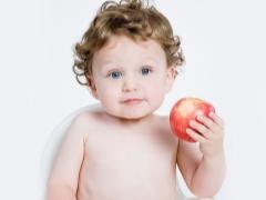 Bilakah dan dalam bentuk apakah epal boleh diberikan kepada bayi?
