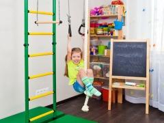 Muro svedese per bambini nell'appartamento - un complesso sportivo per ogni bambino