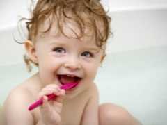 เมื่อใดที่จะเริ่มแปรงฟันลูกของคุณ?