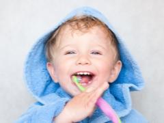 ในเด็กอายุ 2 ปีมีฟันกี่คนและอายุเท่าไร