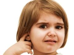 หูมีเลือดออกจากเด็ก