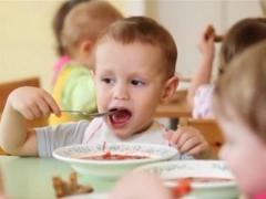 Pada umur berapa anda boleh memberi borscht kepada seorang kanak-kanak?