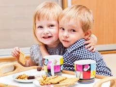 Pada umur berapa anda boleh memberi kuki kepada kanak-kanak dan untuk resipi apa yang lebih baik untuk memasak?