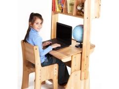 Scrivania per scolari con una sovrastruttura