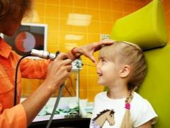 การรักษาโรคเนื้องอกในจมูกในการเยียวยาชาวบ้านเด็ก