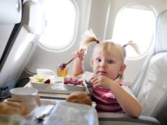 Tiket untuk kanak-kanak di pesawat: umur untuk faedah dan kos