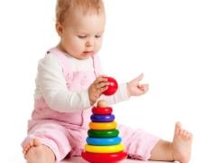 Educatieve spellen voor kinderen tot een jaar.