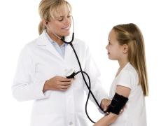 Waarom heeft het kind een lage bloeddruk en wat te doen?