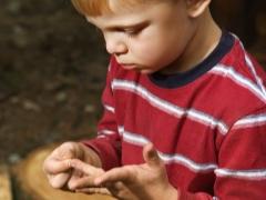 Bagaimanakah seorang kanak-kanak boleh mengeluarkan serpihan?