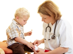 Trattamento di una ferita che piange in un bambino