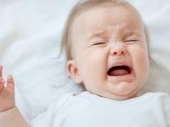 ¿Por qué un bebé llora o grita en un sueño?
