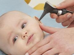 Sintomi e trattamento di otite purulenta in un bambino