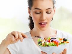 أكل امرأة حامل في الأشهر الثلاثة الأولى