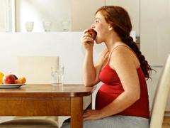 Bagaimana dan bagaimana bayi makan di dalam rahim?