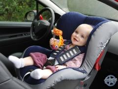Regole per il trasporto di un bambino sul sedile anteriore