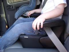 Booster per bambini in auto: le regole di scelta e le caratteristiche di funzionamento