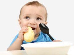 Waarom eet een kind rauwe aardappelen? Voordeel en schade