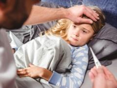 Waarom kan een kind koorts hebben zonder tekenen van verkoudheid en wat te doen?