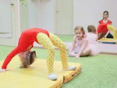 ยิมนาสติกสำหรับเด็กอายุ 7-8 ปี: ประเภทและแบบฝึกหัดที่มีประสิทธิภาพ