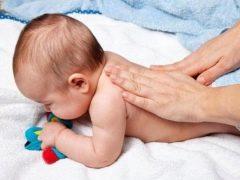 การนวดและยิมนาสติกเด็กเพื่อกล้ามเนื้อสโทเนีย
