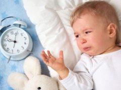 เด็กนอนไม่หลับหลังจากการนวด: เราเข้าใจถึงสาเหตุและกำจัดพวกเขา