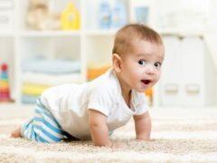 На каква възраст детето започва да пълзи и какви упражнения допринасят за това?