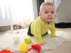 Gymnastiek voor een kind van 7-10 maanden