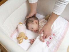 Waarom wil het kind niet in zijn wieg slapen en wat te doen?
