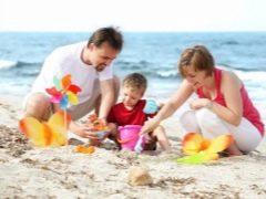 Hoe goedkoop om te ontspannen met kinderen op zee?