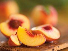Perziken tijdens zwangerschap en borstvoeding: de voordelen en nadelen, tips voor eten