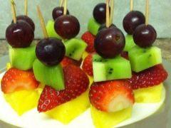 Recepten met fruitcanape op spiesjes voor kinderen
