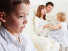 Oorzaken en kenmerken van de jaloezie van kinderen. Wat moeten ouders doen?