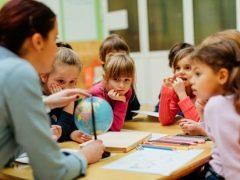 Que métodos e técnicas de mnemônicos podem ser usados ao ensinar crianças?