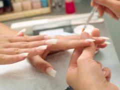 Com que idade você pode fazer uma manicure e construir suas unhas?