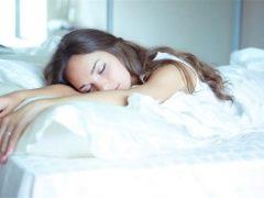 Bermula dari minggu kehamilan anda tidak boleh tidur di perut anda dan apa yang ia bergantung pada?
