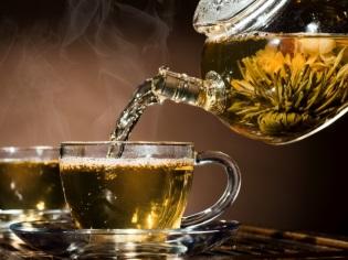 Mooie thee met een bloem