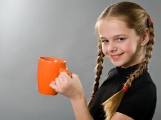 หญิงสาวกำลังดื่มกาแฟ