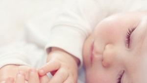 ทารกควรนอนหลับวันละกี่ครั้ง