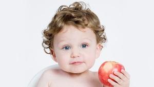 Wanneer en in welke vorm kan een appel aan een baby worden gegeven?