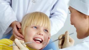 Quanti denti hanno 3 anni in un bambino e come vengono trattati i denti a questa età?